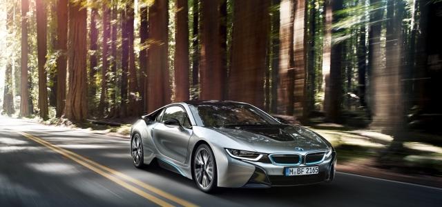 Geleceğin otomobilleri BMW i3 ve i8 Cadde'ye indi